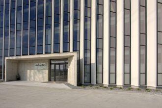Administrativní budova s hliníkovou fasádou od Slovaktualu