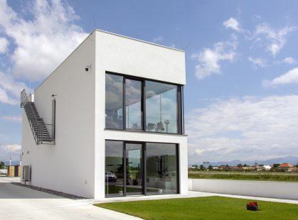 Hliníkové okná na budove