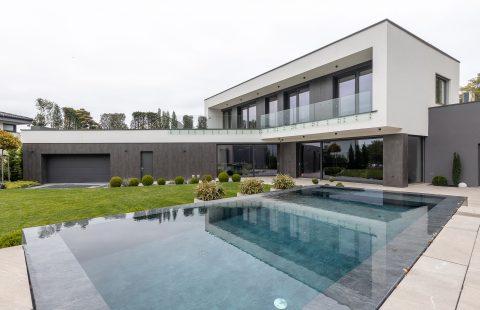 Dom s bazénom a hliníkovými oknami Slovaktual