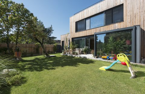 Dom s hliníkovými oknami Brusnicova ul.