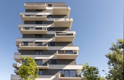 Bytový dom Pekná Vyhliadka s oknami Slovaktual - pohľad zo spodu